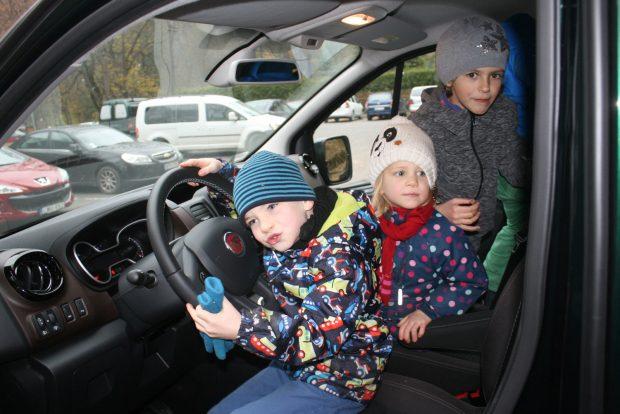 Nagyobb korban is megnyugtató a nagy testű, stabil kisbuszt vezetni, az üléshelyzet is jó