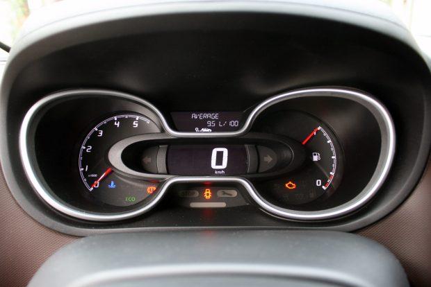 Csak piktogram jelzi a hideg motort, nincs olajhőmérséklet-mutató