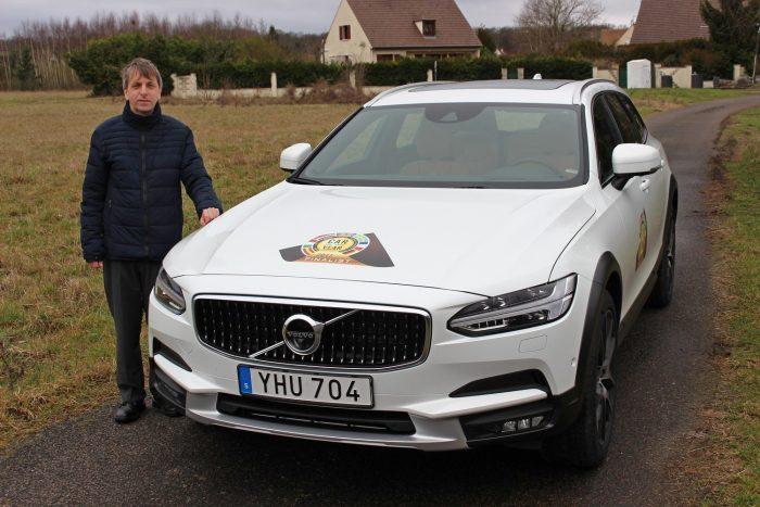 Vonzó megjelenést, tágas, jó minőség utasteret, és végtelen mennyiségű biztonsági extrát vonultat fel a Volvo S90/V90 páros