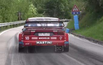 20 év után is őrületes hangja van ennek a Alfa Romeo 155 DTM-nek