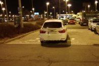 Igazán tahó parkolás a szombathelyi BMW-stől