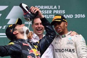 Hamilton: Undorító, amit Ricciardo csinál