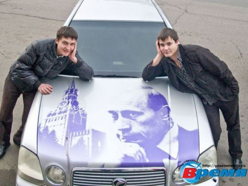 Vladimir-Putin-fans-paint-his-picture-on-their-cars-9