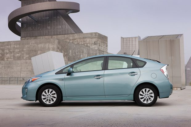 2012-2013-Toyota-Prius-Plugin-left-side-1