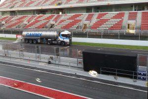 F1: Fellocsolták a versenypályát Barcelonában