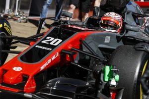 F1: Túl kicsi a rajtszám? Nem indulhat az autó!