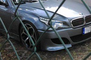 Olyan BMW-t fotóztak Budapesten, hogy a kés megáll a levegőben