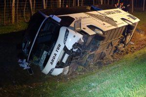 Fotókon az M5-ösön felborult busz