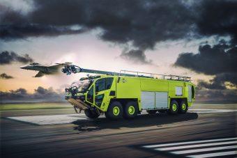 Több mint 1500 lóerő mozgatja ezt a tűzoltóautót