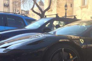 Fotón a Bazilikánál megbilincselt Ferrari