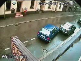 Ez minden idők legmagabiztosabb parkolóból történő kiállása