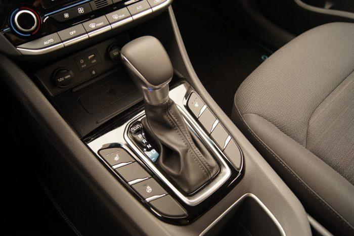 Erőteljes VW-csoportos utánérzés a váltókonzolon