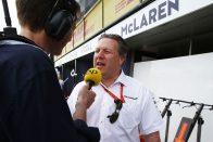 F1-es Williamsszel áll rajthoz a McLaren-főnök
