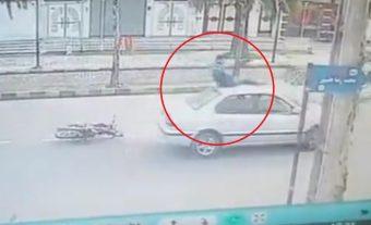 Hihetetlen módon úszta meg a balesetet ez a motoros