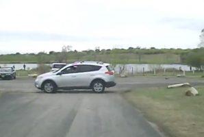 Szélsebesen tolatott a fák közé ez a Toyota