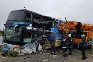 Magyar sofőr nyársalta fel az emeletes buszt