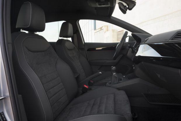 Ilyen ülések illenek egy magát sportosnak tartó autóba! Amúgy jóval szélesebbek, mint a régi Ibizáé voltak. Állítólag 42 milliméterrel...