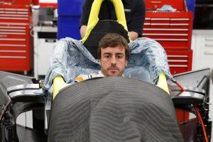 F1: Alonso rátette a kezét az Indy-trófeára