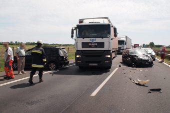13 autó ütközött össze 2 óra alatt, torlódások