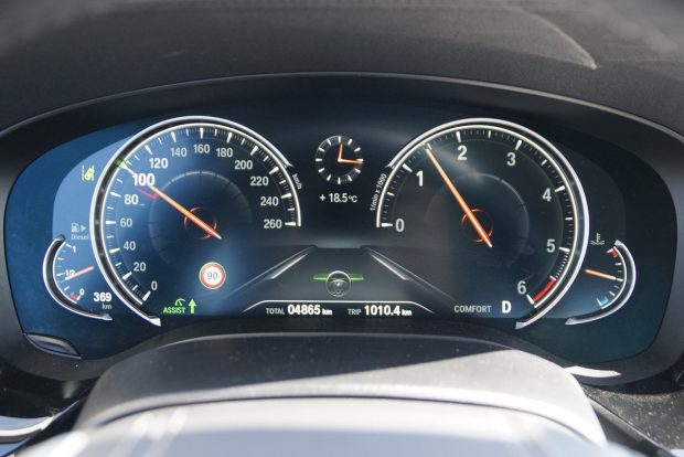 Röhejesen keveset forog a motor nyolcadikban, 200-nál 3000-et se pörögne!