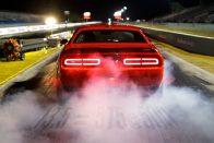 Egy olcsó izomautó lelépi a Ferrarikat
