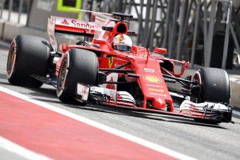 F1: Vettel az élen, Hamiltonék sehol