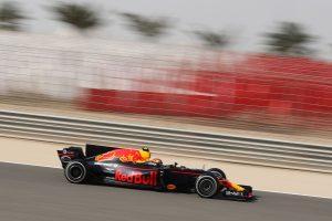 F1: Verstappen az élen, Grosjean a falban