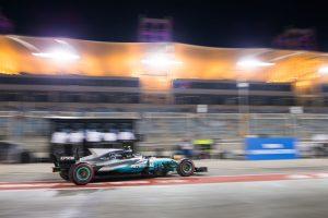 F1: Tapssal fogadták a mérnökök Bottast