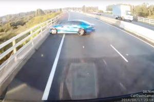 Filmbe illő balesetet videózott egy kamionos