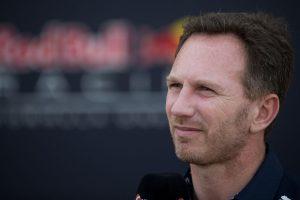 F1: A bőröndjében vitte az alkatrészt a Red Bull-főnök