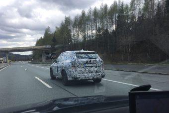 Titkos BMW-t fotózott Péter