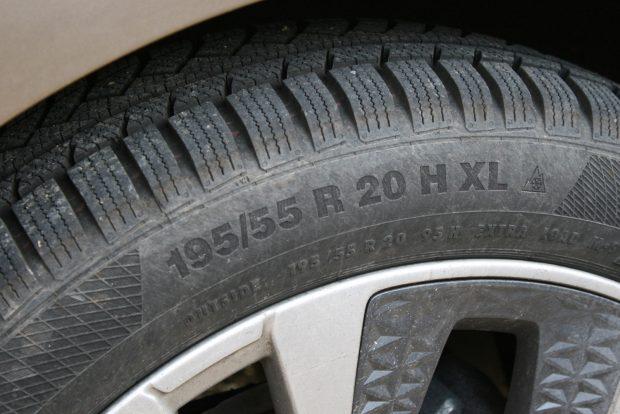 Continental nyári gumit 225/45 R17 méretben nagyjából 30 ezer, 195/55 R20-as méretűt 38-40 ezer forintért kapni