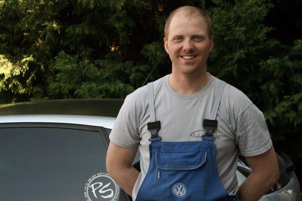 Zsarnóczay Gábor a VW-konszern autóinak javításával foglalkozik a Ferihegy Autónál. Egy takarékos és megbízható tuningalapot keresett magának