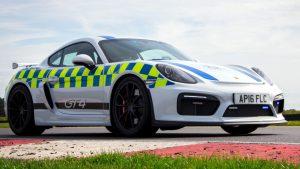 Ez a Porsche rendőrautó nem fut a rosszfiúk után