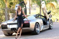 Lengén öltözött hölgyek olasz autókra gerjednek