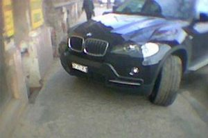 Az év párbeszéde zajlott le egy BMW-s és egy gyalogos között