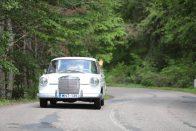 Századmásodpercekre vadászó öreg Mercedesek
