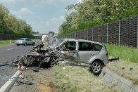 Képeken a Debrecennél történt halálos baleset