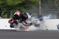 Csoda történt a falnak csapódott Indy-pilótával
