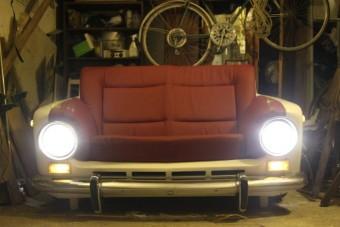 Ez a Ladából készített kanapé a legjobb dolog, amit a héten láttunk
