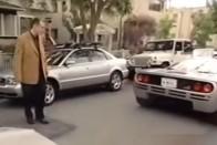 Nézd meg, ahogyan a fiatal Elon Musk megkapja álmai autóját!