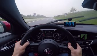 Villámgyorsan hasít a német autópályán a Giulia QV