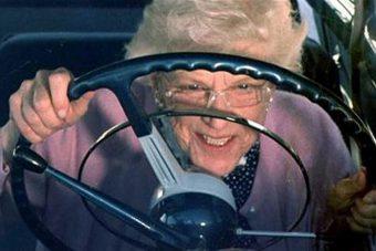 Idősek vs. fiatalok: ki a jobb sofőr?