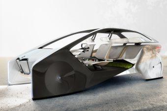 Négy év múlva jön az önjáró BMW iNext