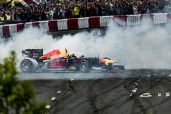 F1: Menj egy kört Ricciardóval Budapesten! - videó