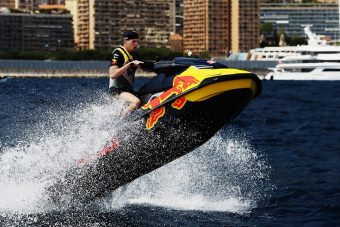 F1: Verstappen kerekek nélkül az öböl vizében - videó