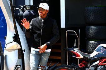 F1: Ennyire menőn toppant be Hamilton Monacóba