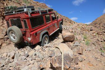 Meglepő motort került pár Land Rover Defenderbe
