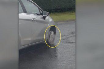 Lezúzott kerékkel karcolt az idős női sofőr