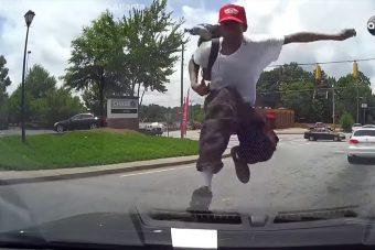 Az autódra másznak, berúgják a szélvédőt, te mit tennél?